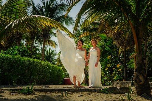 elsa&nicole-same-sex-wedding-akumal-by-luzmaria-avila-13