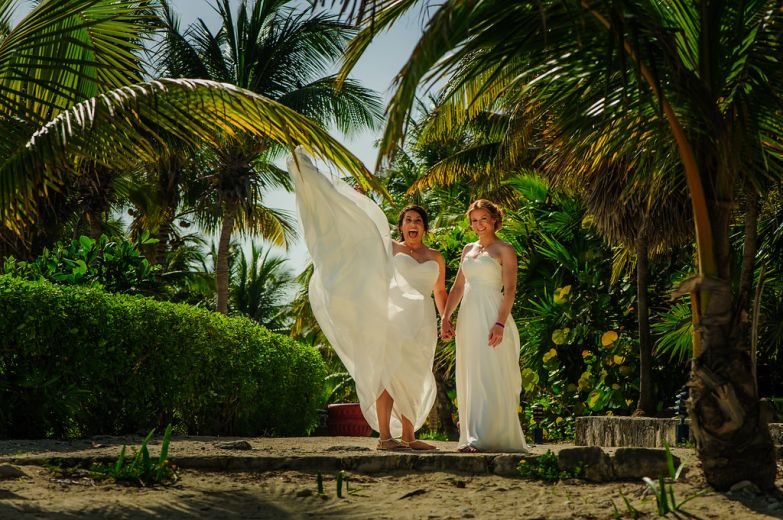 elsa&nicole-same-sex-wedding-akumal-by-luzmaria-avila-13